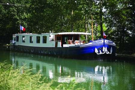 Afloat in France - Amamryllis Barge