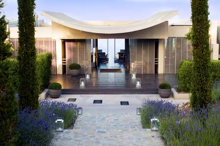 La Reserve Ramatuelle - Entrance w lavender